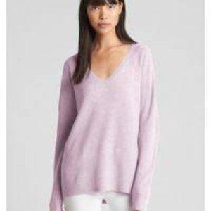 Gap True Soft v-neck pullover, lavendar Size Med
